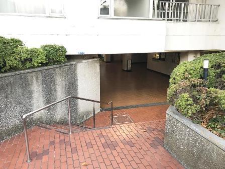 パイロットハウス北新宿エントランス